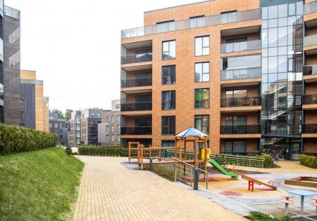 Moderns daudzdzīvokļu namu komplekss